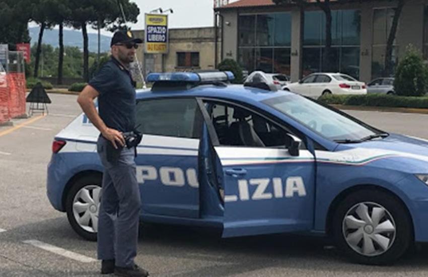 Tenta di sfuggire ai controlli della polizia di Latina, in manette spacciatore