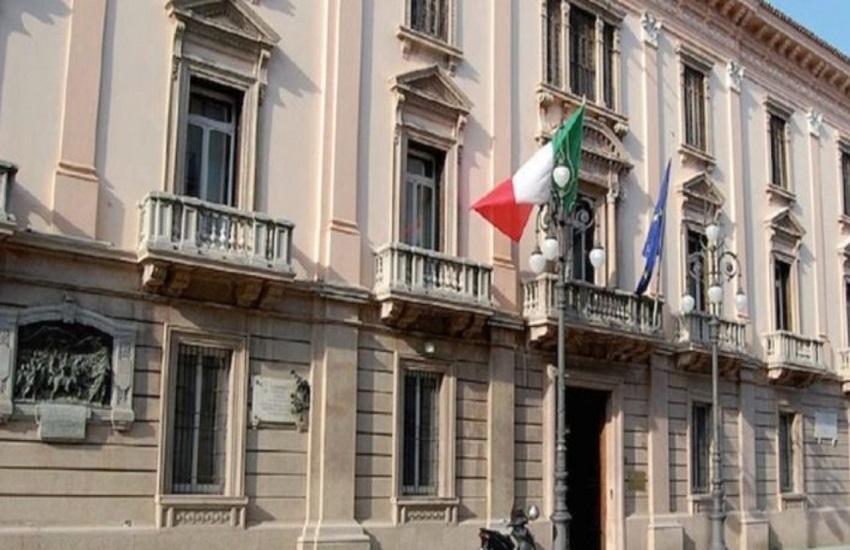 Avellino – Il mercato riprenda subito nel piazzale degli Alpini, mercatari in corteo davanti alla prefettura