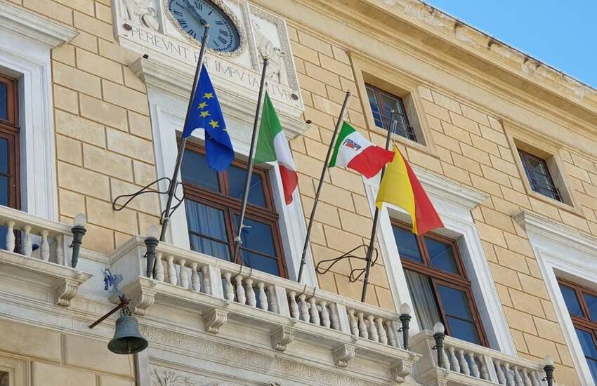 """Il sindaco Orlando chiede al governo di dichiarare """"zona rossa"""" la Sicilia: """"Troppi contagi"""""""