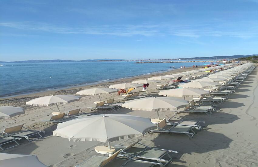 Cori, va a prendere il sole in una spiaggia per nudisti a Pasqua: multato