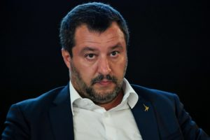 """Salvini a Speranza: """"resti al suo posto, se non vede soltanto rosso"""""""