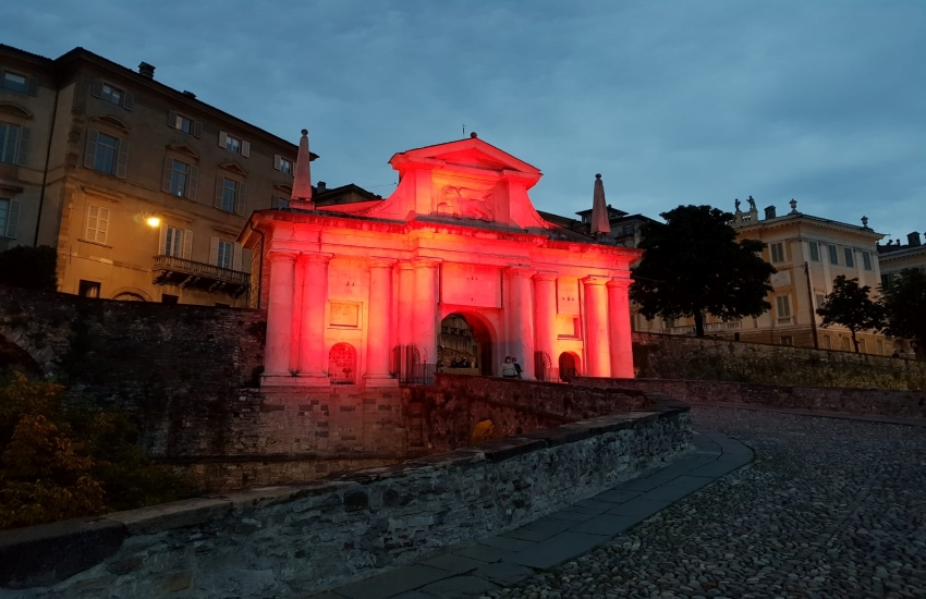 Bergamo, Porta San Giacomo omaggia i donatori di sangue