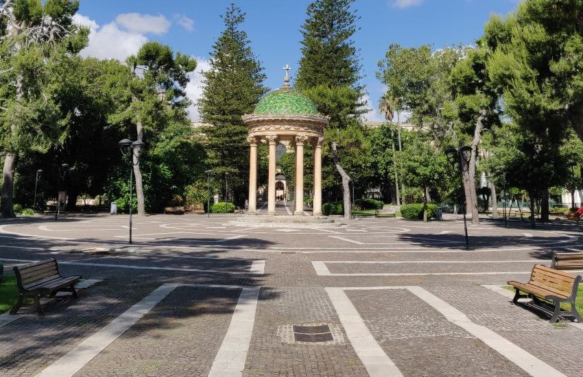 Lecce blindata. Chiusi parchi, villa, cimitero e distributori di bevande