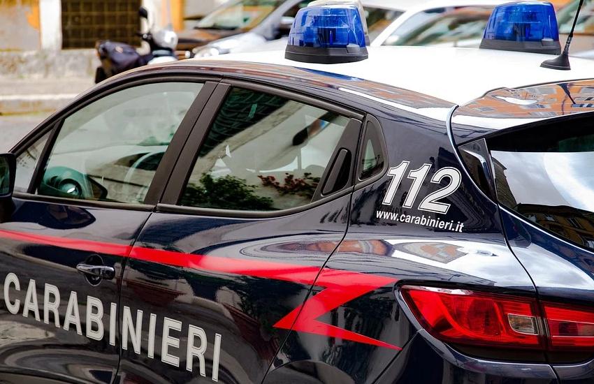 Catturato ladro ad Arzano mentre rubava prodotti da un negozio di casalinghi
