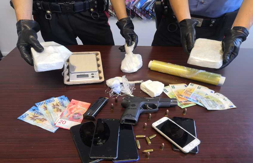 Cecina: arrestati due albanesi con 1300 grammi di cocaina e una pistola rubata