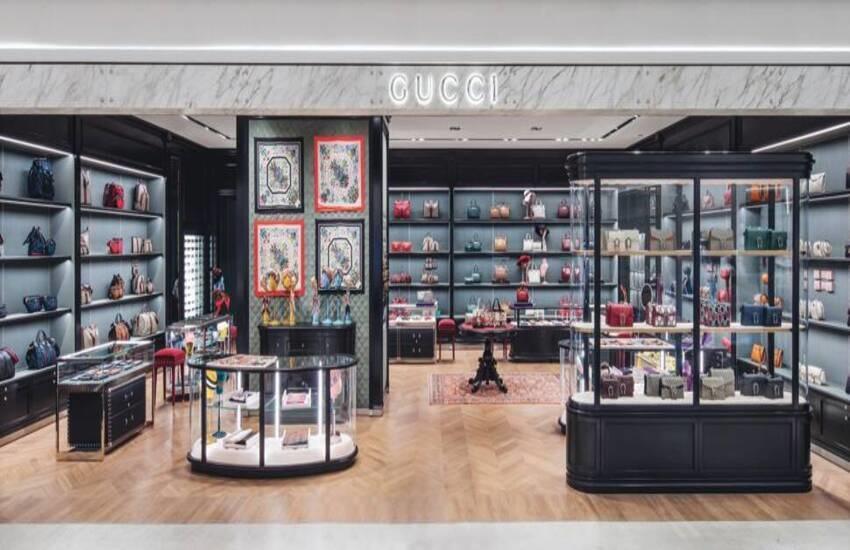 Gucci all'avanguardia, boutique e commessi virtuali