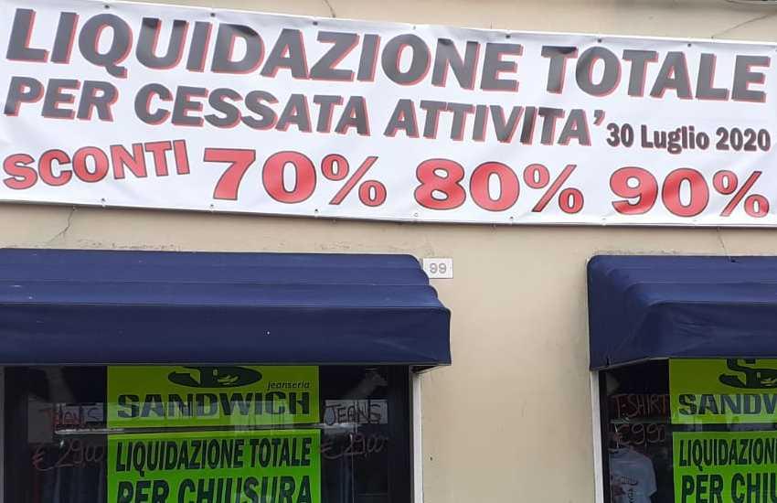Sandwich jeanseria, lo storico negozio genovese d'abbigliamento di tendenza: chiude i battenti il 30 luglio