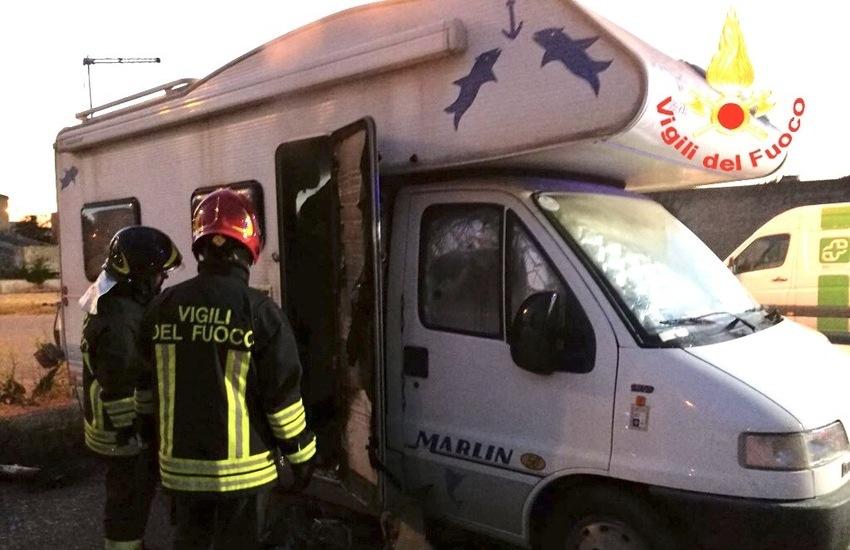 Incendio in un camper alle 21,30: intervengono i Vigili del Fuoco