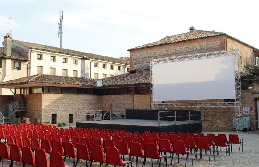"""Cinema e teatro a Lecce. Due serate a Santa Rosa, al via il Festival """"Spiazzamenti"""""""