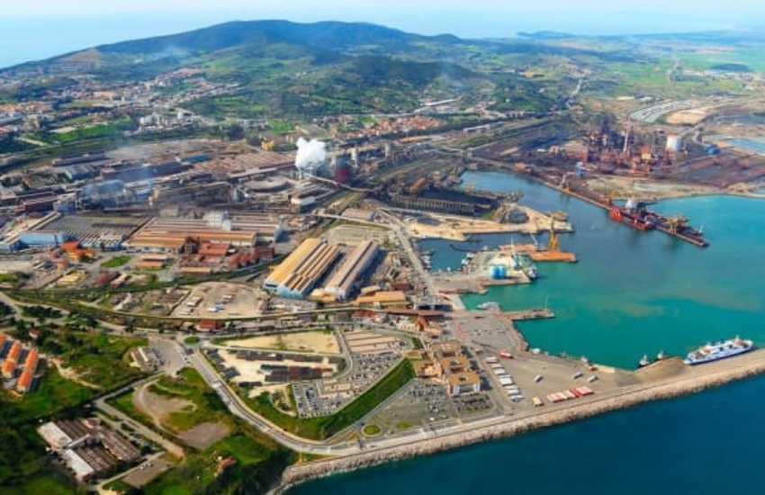 Il porto e l'economia del mare: in attesa della 398 potenziare il collegamento ferroviario