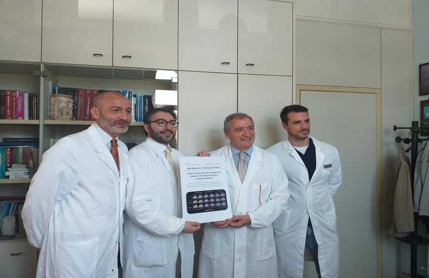 """Team di ricerca napoletano della Clinica Neurologica """"Luigi Vanvitelli"""" riceve il prestigioso premio Wolff Award per uno studio sull'emicrania"""