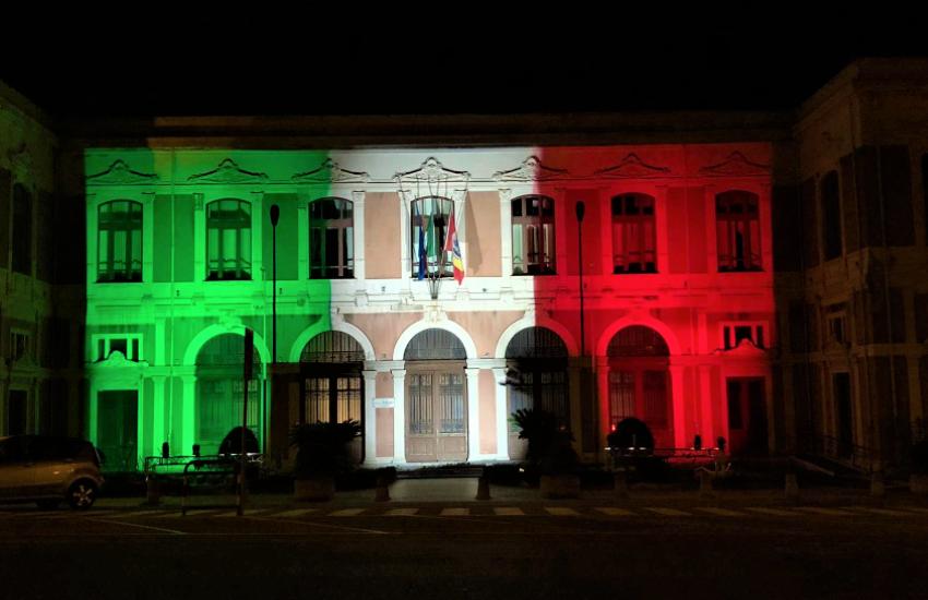 Tricolore e applausi a medici e infermieri a Messina per la Festa della Repubblica