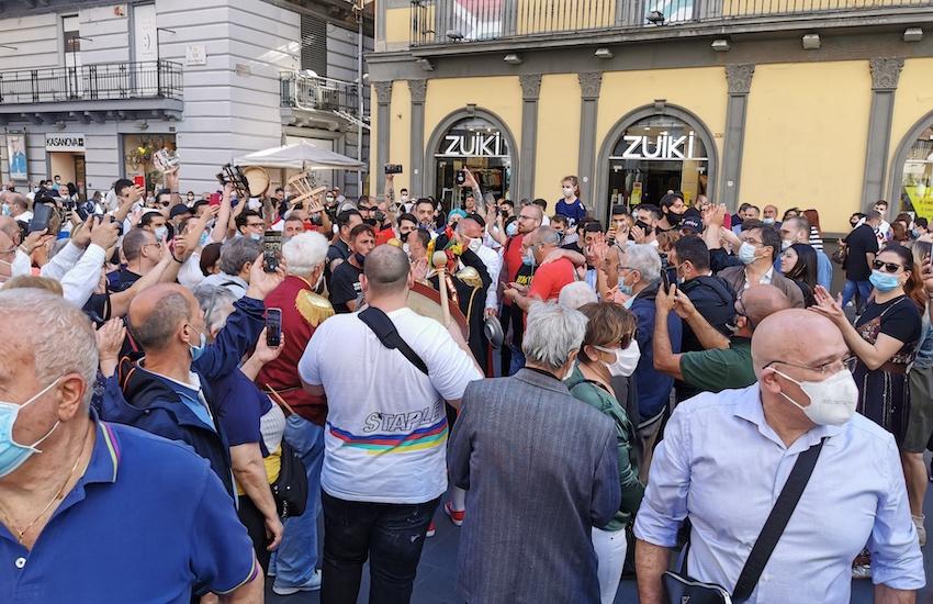 Il Flash mob «Vieni ai Quartieri Spagnoli»