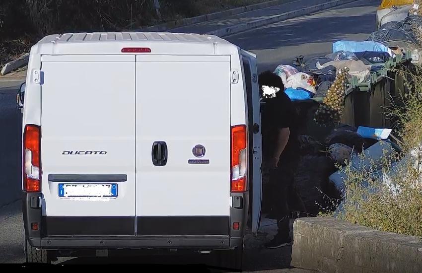 La polizia locale di Cisterna intensifica la lotta all'abbandono dei rifiuti