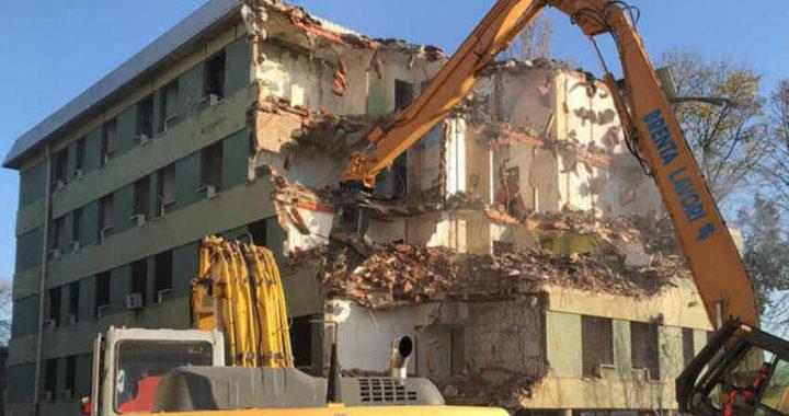 """Padova, abbattimento del """"ghetto"""" di Via Anelli: giù la quarta palazzina"""