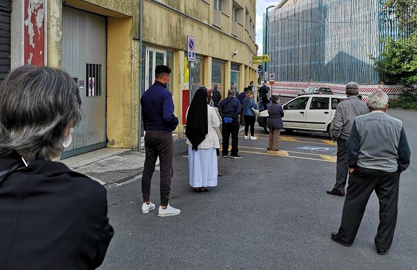 Ariano Irpino, caos alle poste centrali: cittadini in coda per ore e postamat difettoso