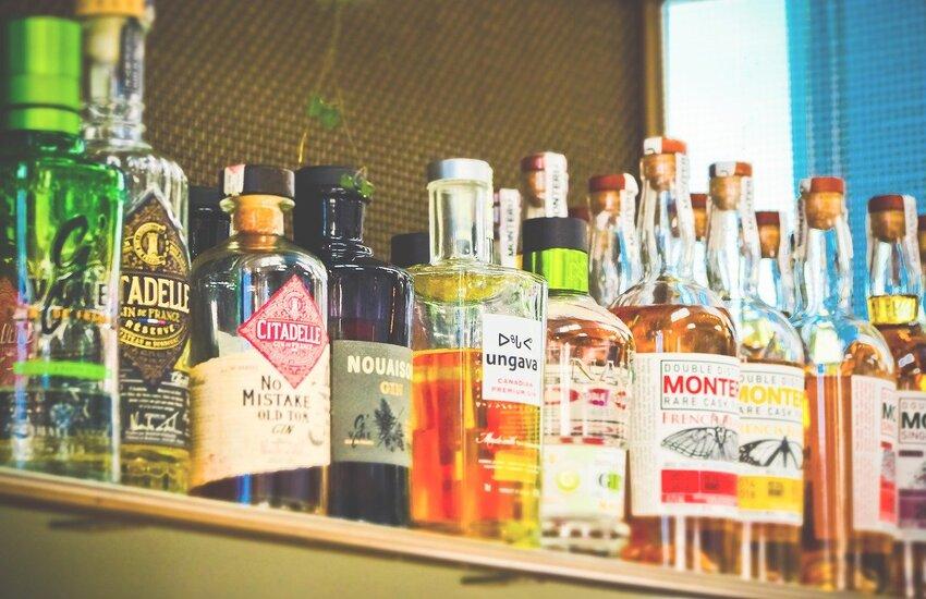 Somministra alcolici a un minore, bar chiuso per sette giorni