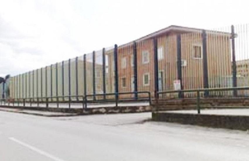 """Avellino – La Penitenziaria di Bellizzi intercetta """"in volo"""" un pallone da calcio imbottito con i telefoni cellulari"""