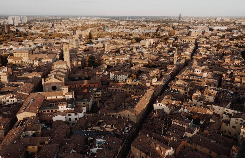 Dehors temporanei Bologna: ecco come cambia il volto della città