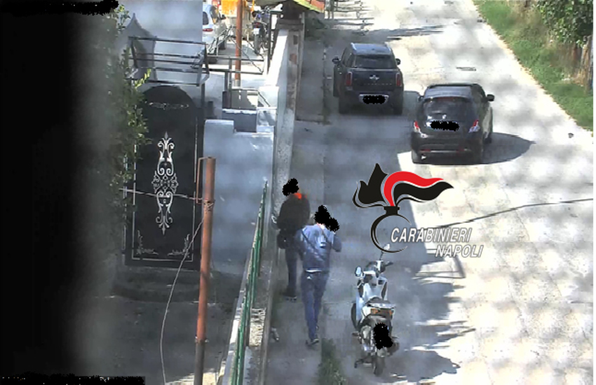 """Pusher in una villa gestivano una """"piazza""""  da 80 clienti al giorno. Carabinieri arrestano 5 persone"""