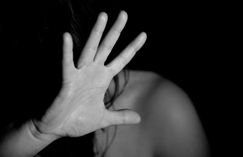 Shock ad Ercolano, un uomo entra in casa di una donna e prova ad abusare di lei