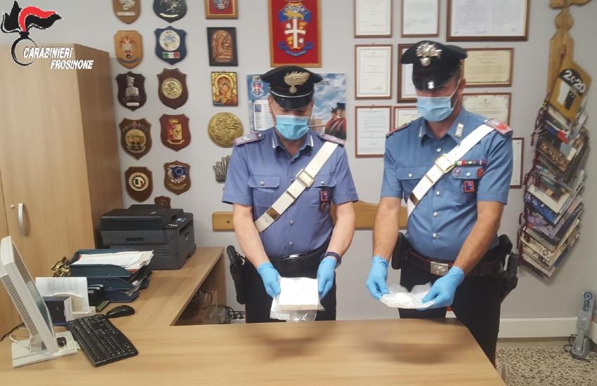 Trasportavano mezzo chilo di cocaina in auto: arrestati ad Aquino due fratelli pregiudicati di Napoli