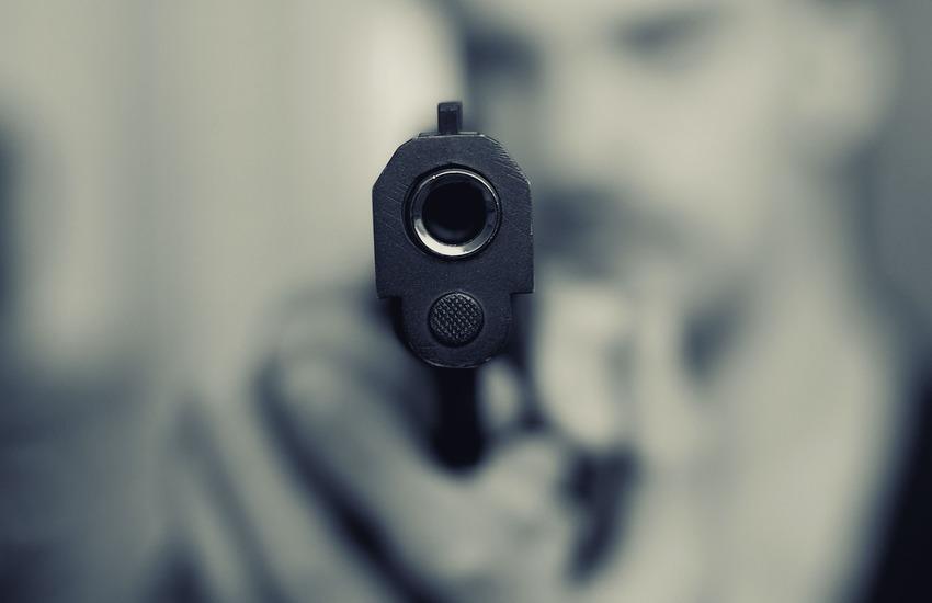 Notte di terrore, ordigno esploso e colpi d'arma da fuoco contro le abitazioni