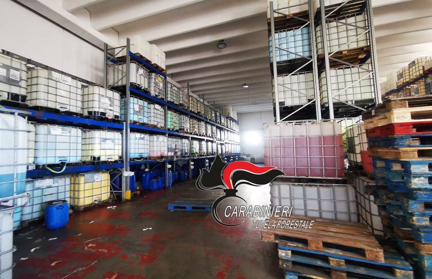 Azienda irregolare sequestrata dai Carabinieri. All'interno di capannoni inagibili erano prodotti saponi e detergenti