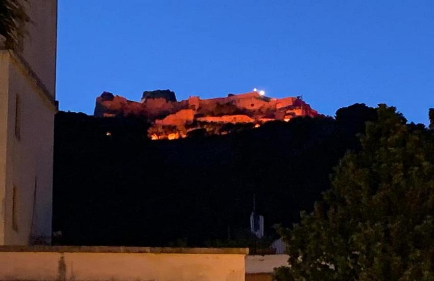 Il Castello d'Arechi si tinge di granata, il compleanno della Salernitana nell'era covid