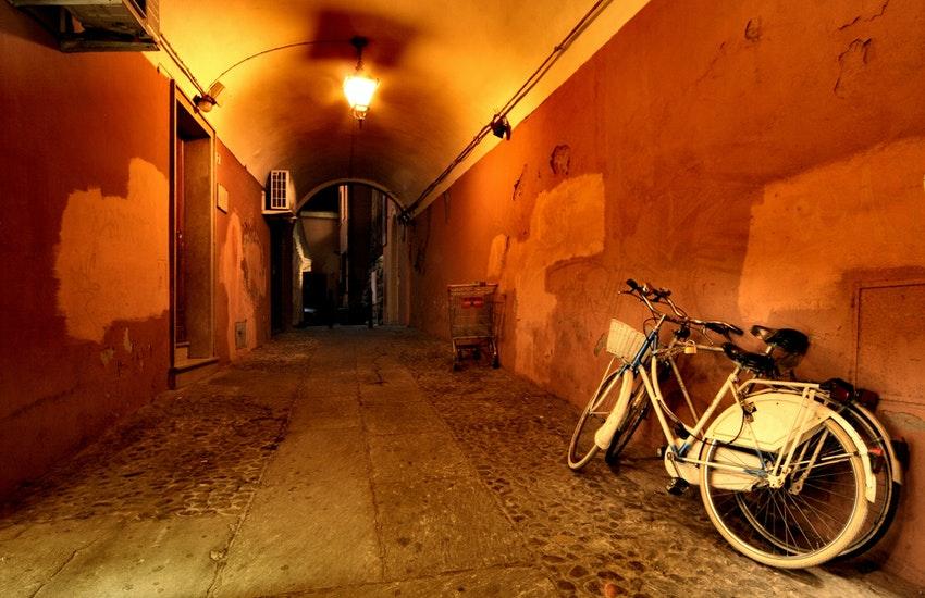 Ruba una bicicletta, ma viene seguito dal figlio della proprietaria. Arrestato per furto 42enne leccese