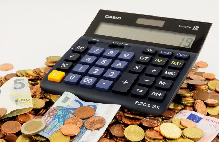 Istat, su la pressione fiscale giù la spesa della famiglia