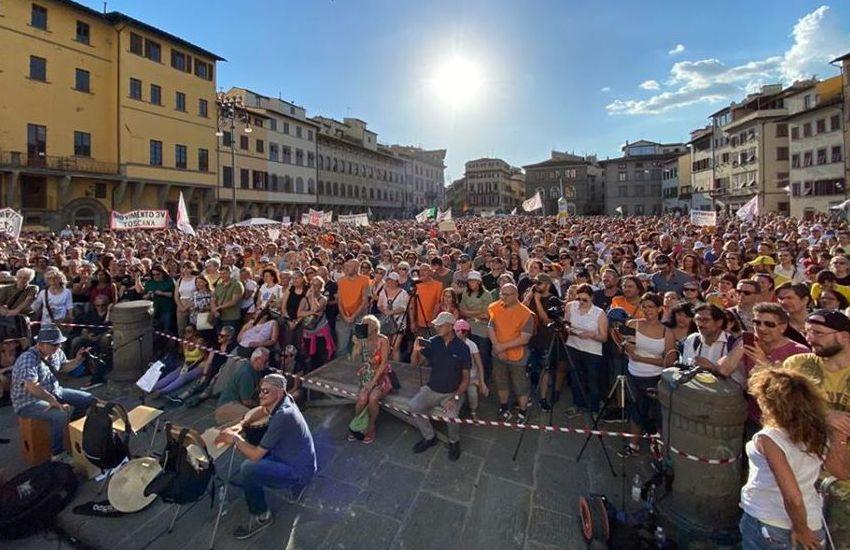 """""""Salviamo la Costituzione"""": in 15mila in piazza a Firenze per la difesa della vita"""