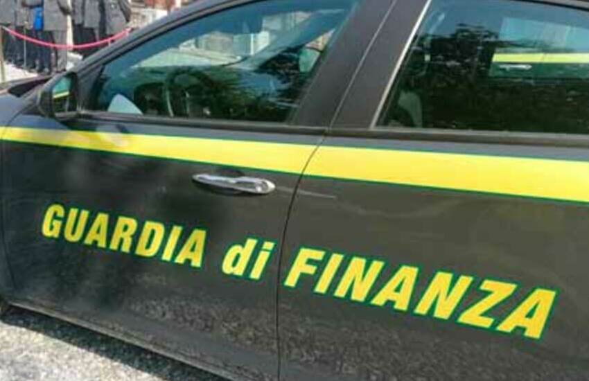 Frode e falso bracciantato agricolo, 156 persone denunciate a Messina