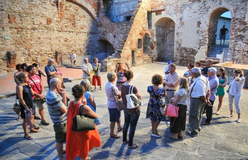 Le guide turistiche  toscane  chiedono aiuto