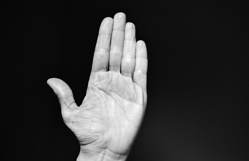 Maltrattamenti in famiglia: minaccia di morte dopo un impeto di gelosia