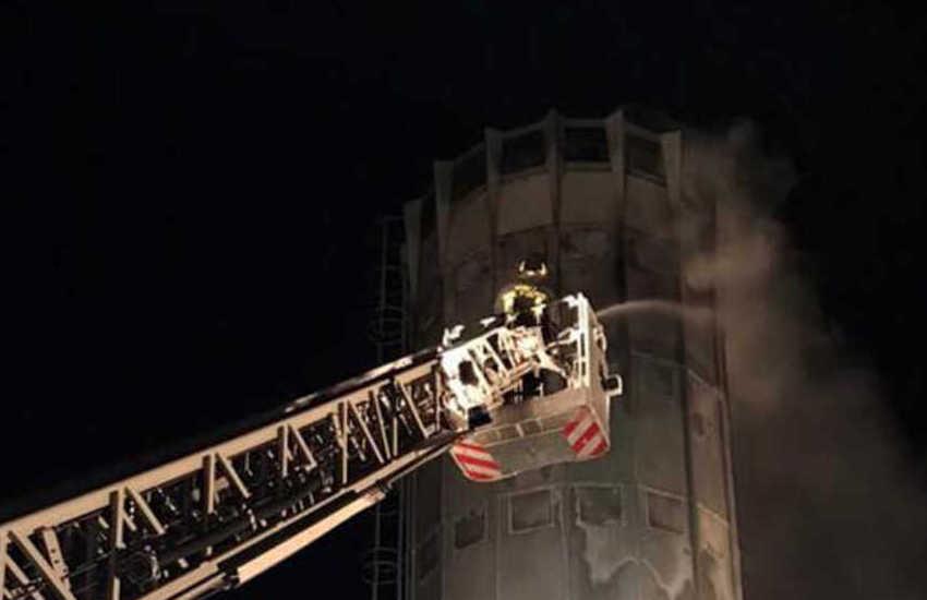 Bassa Padovana, silos di un mobilificio in fiamme: rogo domato all'alba