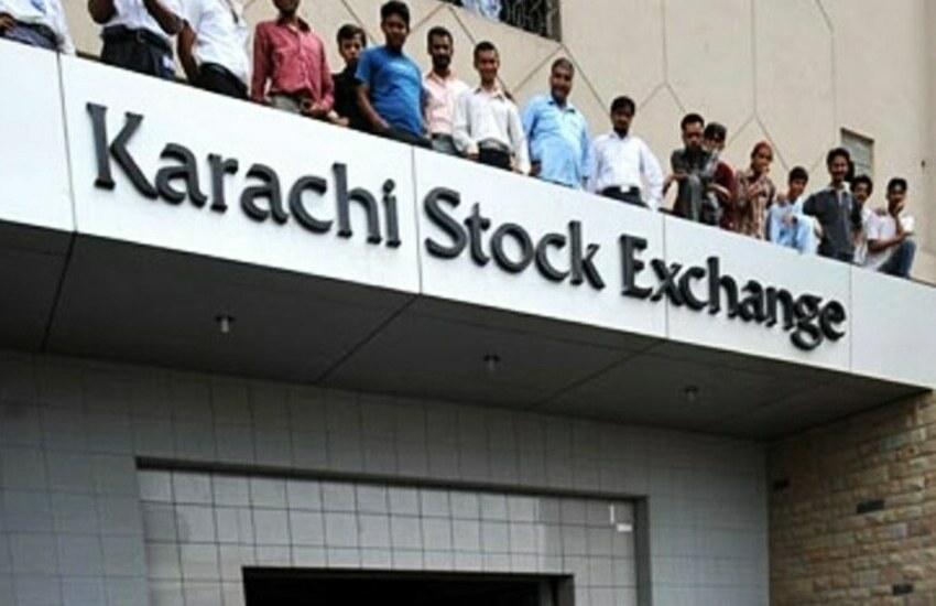 Karachi, attacco suicida in Borsa: 10 morti. E Twitter rimuove la rivendicazione dei terroristi del Bla