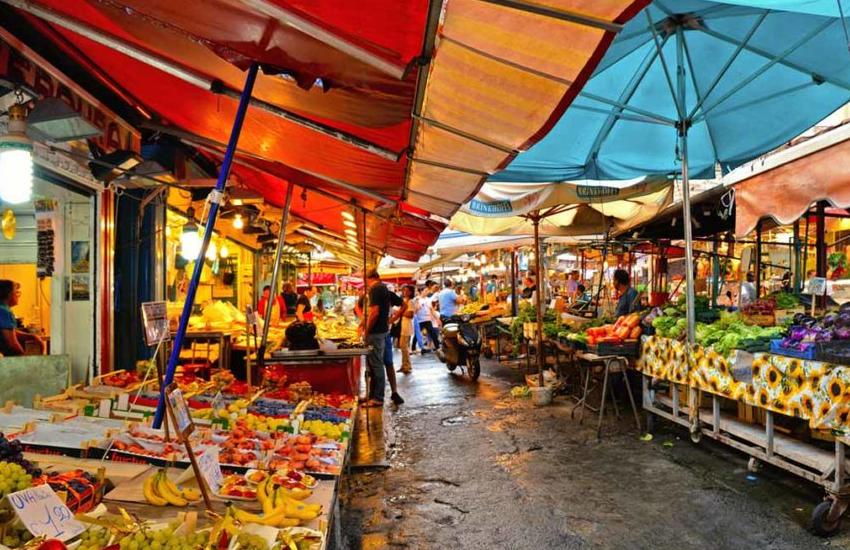 Ordinanza del Comune stabilisce che i mercati saranno aperti anche la sera