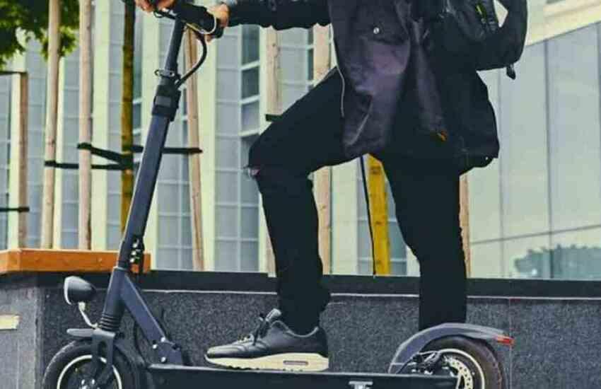 Albanese ruba monopattini elettrici e biciclette: denunciato