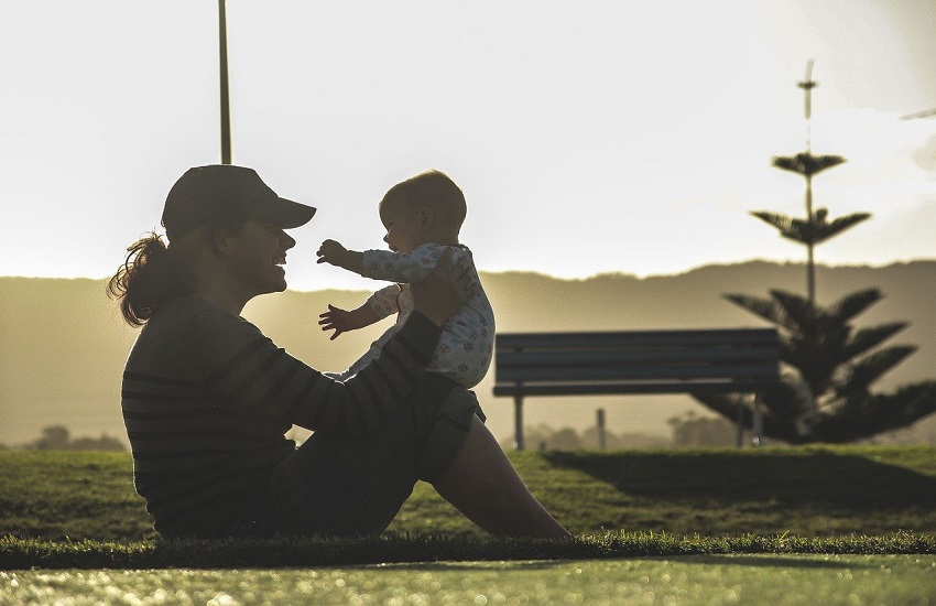 """Montebelluna, """"Mamma chioccia – uno spazio di crescita per mamma e bambini"""" : da settembre al via uno spazio di confronto per le future e neo mamme"""