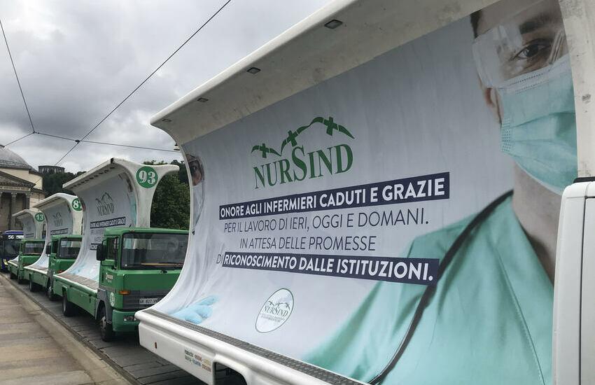 Infermieri: dieci camion per protestare contro il governo