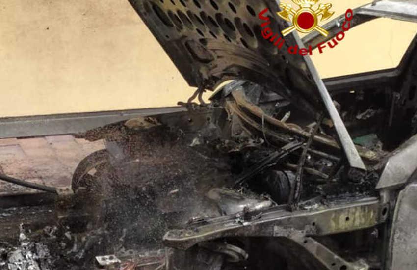 San Giorgio delle Pertiche, incendio auto nel parcheggio di casa