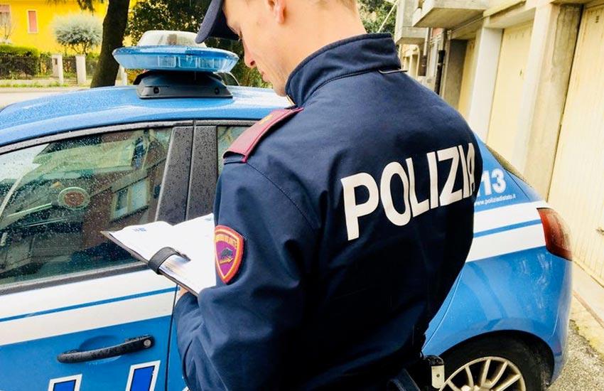 Polizia sorprende ladra in casa, arrestata