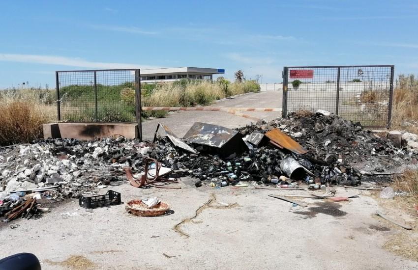 Rifiuti bruciati e abbandonati. Due persone nei guai
