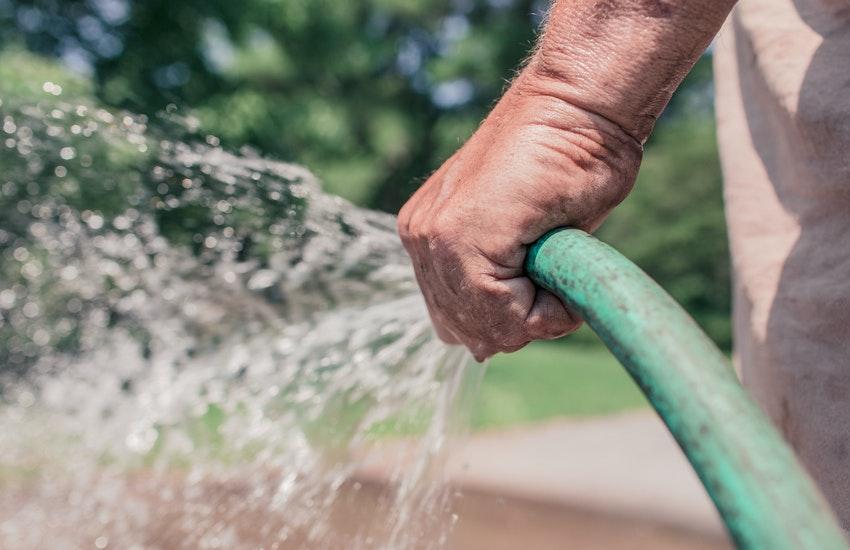 Risparmio idrico Bologna: le regole per un corretto uso dell'acqua potabile
