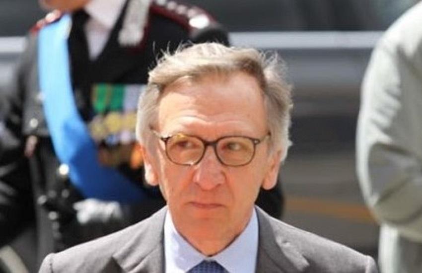 Avellino, il saluto del Procuratore Cantelmo ai carabinieri prima di lasciare il tribunale irpino