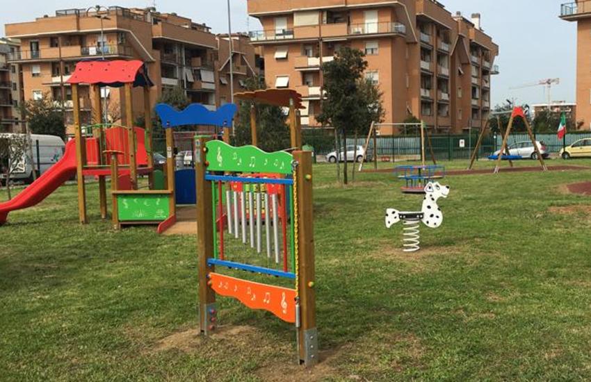 La sanificazione dei parchi giochi, finalmente.
