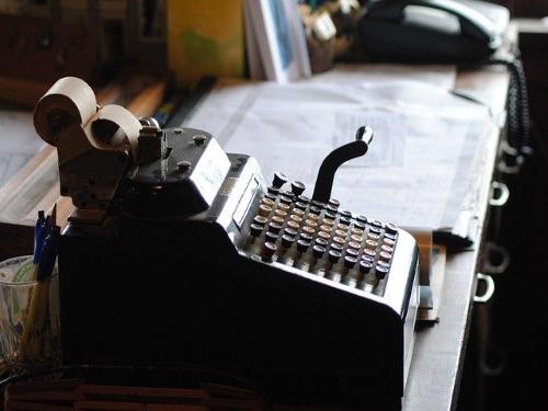"""""""Dimmi cosa vedi"""", i giovani orobici alla prova racconto del Covid   Foto: macchina da scrivere, simbolo per antonomasia del racconto o storytelling"""