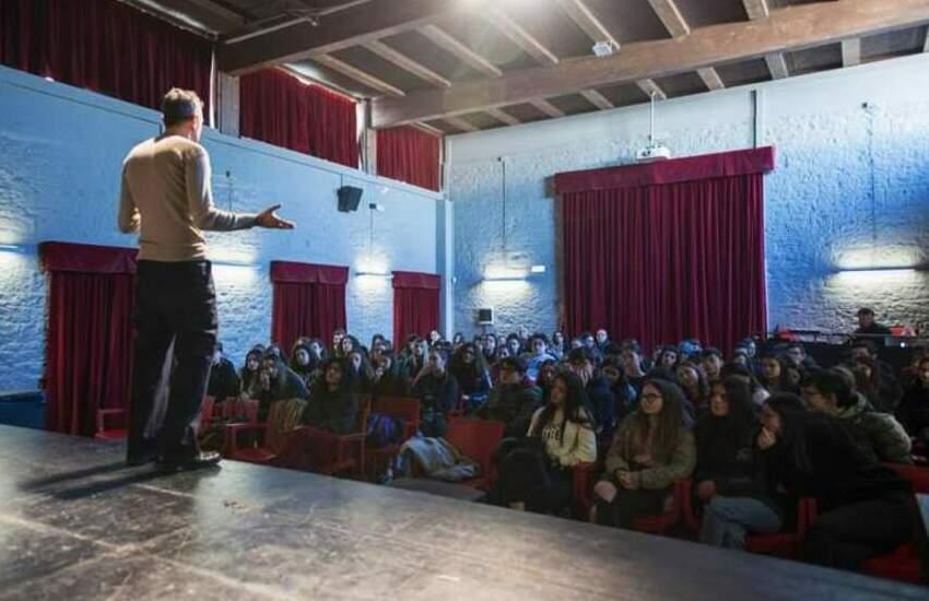 """Istituzioni, teatri, cinema, operatori del sociale, musei, biblioteche, cittadini, tutti in rete per """"La scuola che vogliamo"""""""