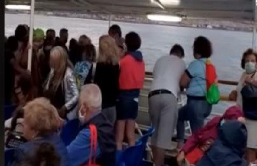 """Traghetto Medmar tratta Ischia-Napoli stracarico di passeggeri. Il personale risponde alle """"accuse"""""""